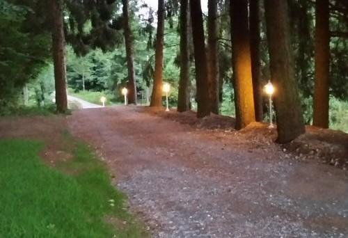 Allée éclairée Nature et Spa